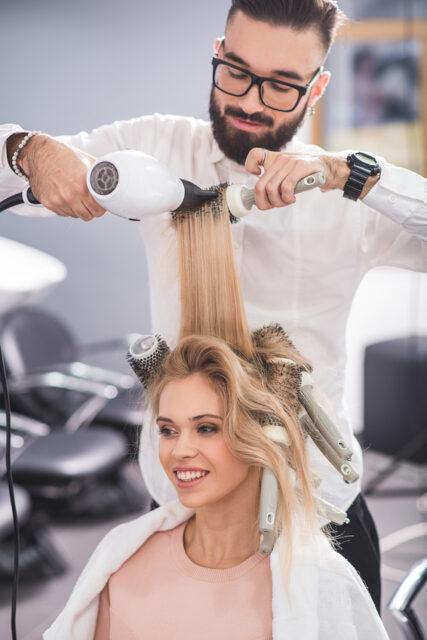 Ponad 100 salonów fryzjerskich w Polsce pod stałą kontrolą